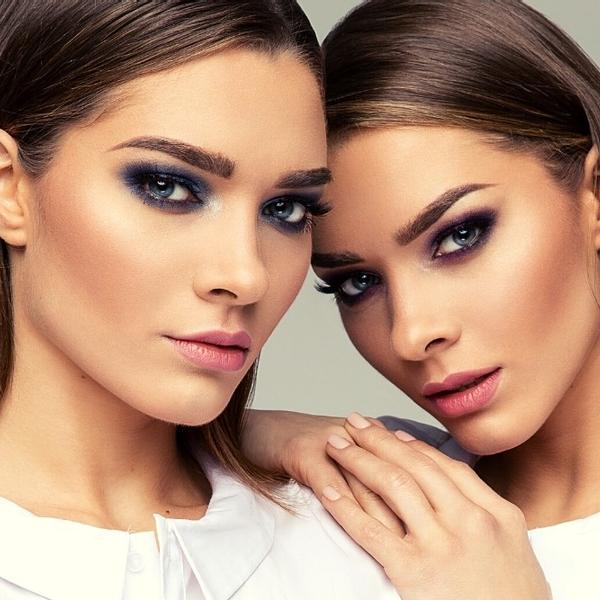 Two beautiful twin sisters (Look Like Celebrities).