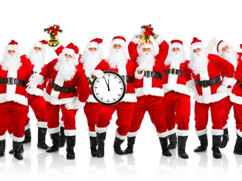 A funny image of many Santa Clauses people.