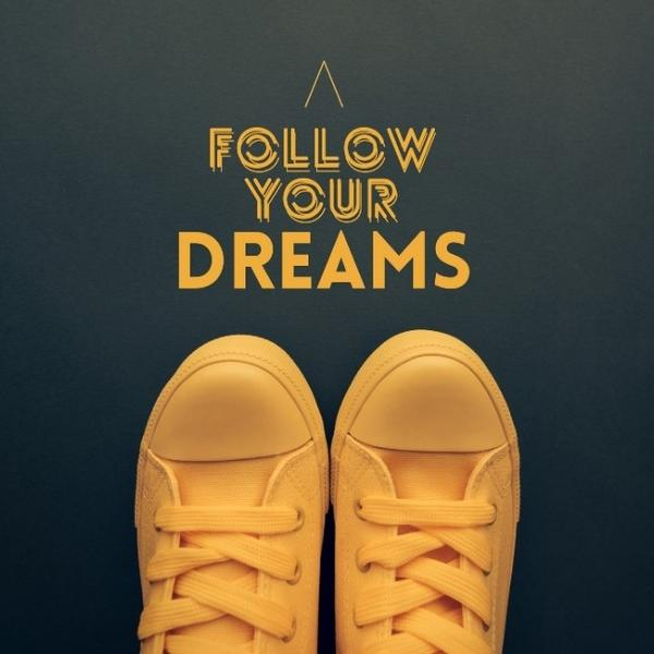 Film quotes in yellow with yellow shoes.