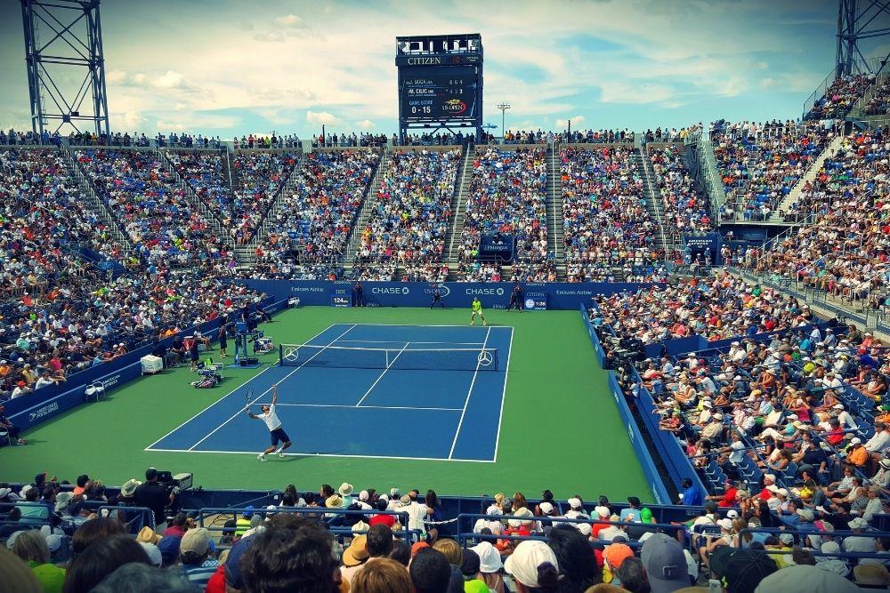 A full Tennis stadium during a grand slam tournament.