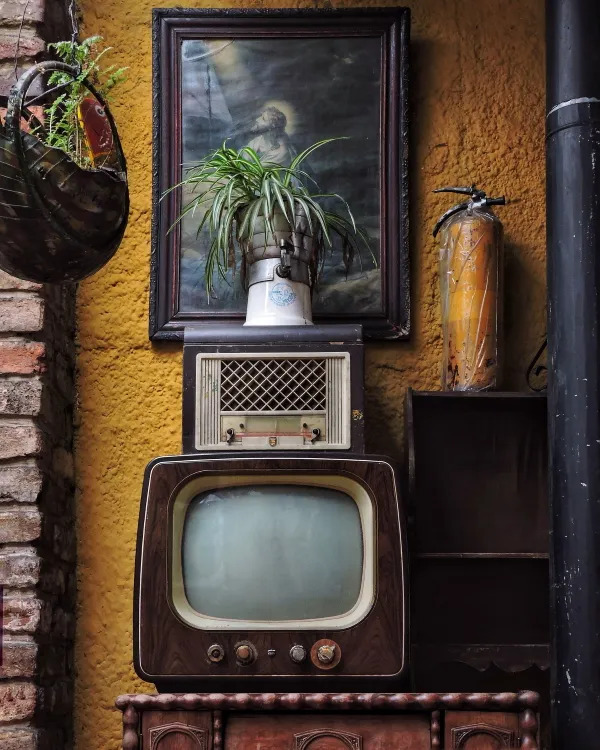 Vintage 80s decoration with an old TV.