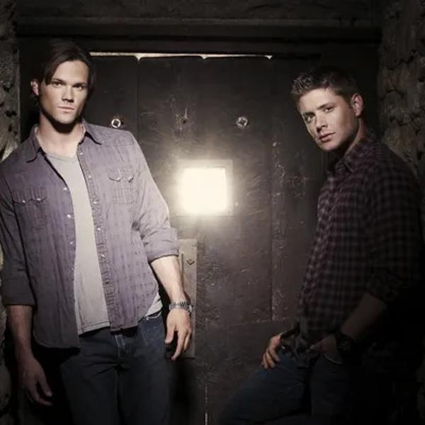 Jensen Ackles and Jared Padalecki (Supernatural) standing in an ancient  corridor.