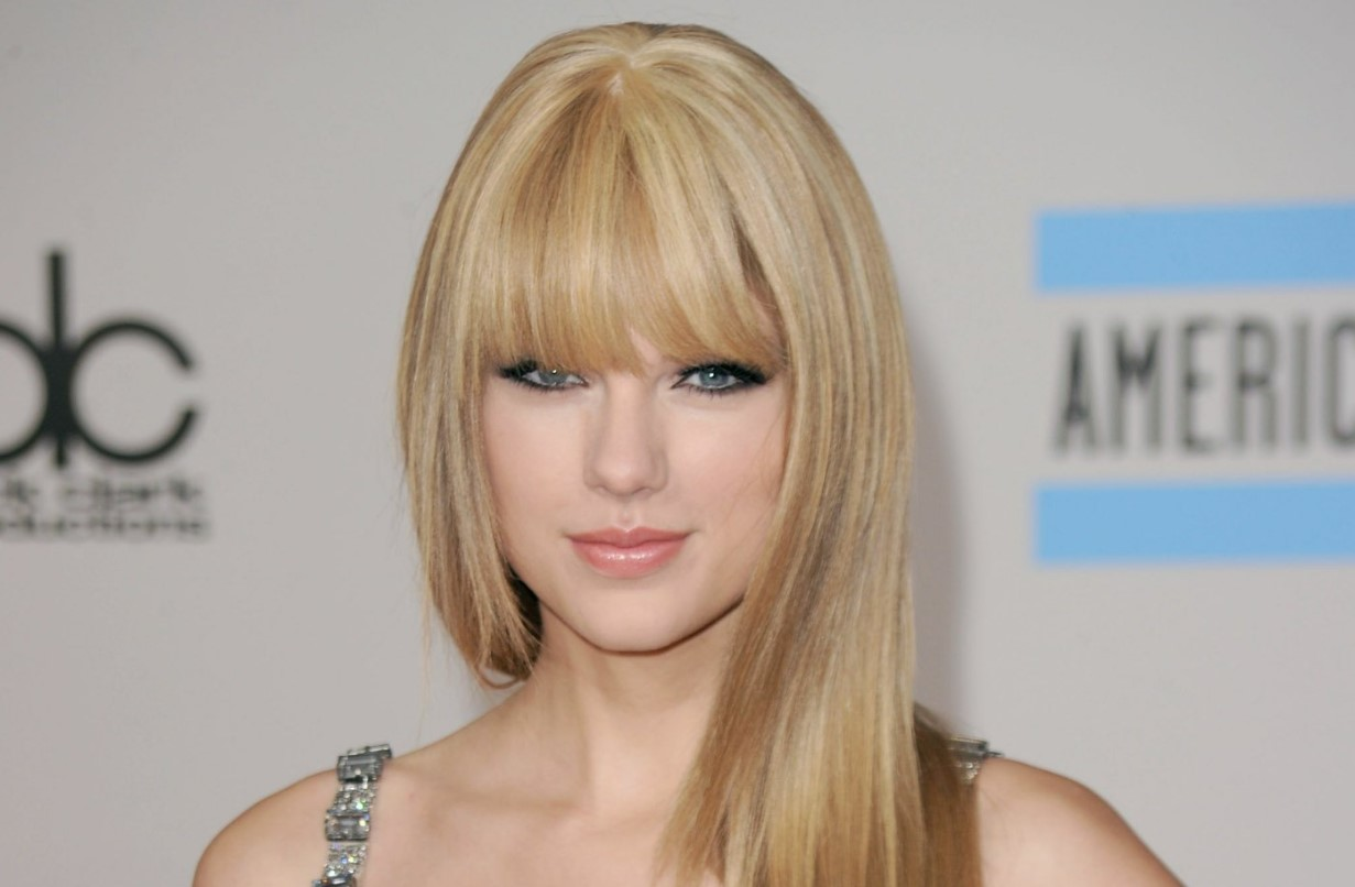 Taylor Swift in the American Music Awards, in 2010.